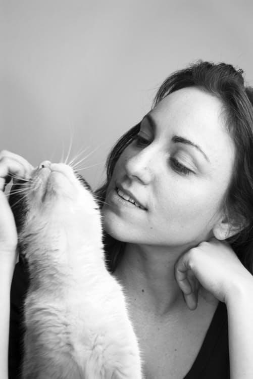 girl-cat-love-young.jpg
