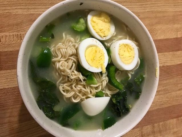 noodles,shrimp,egg and greens
